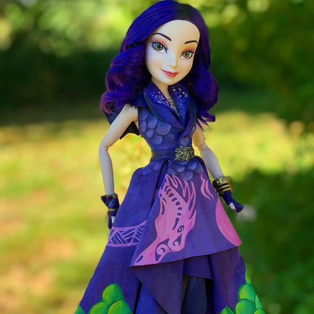 Stunning handmade custom dolls of Disney Descendants 3