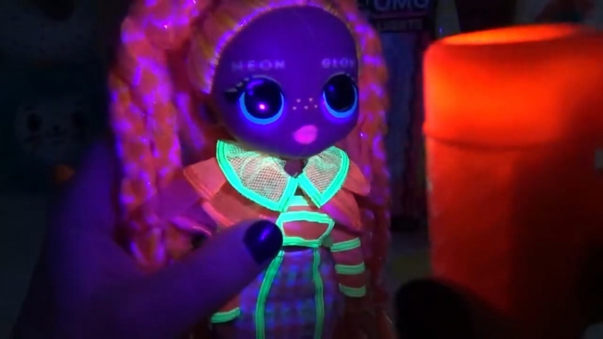 LOL OMG Lights Dazzle neon black light surprises