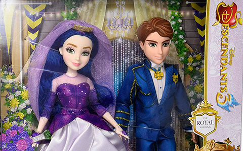 Disney Descendants Royal Wedding doll set with Mal and Ben, Evie and Mal Reception dress dolls