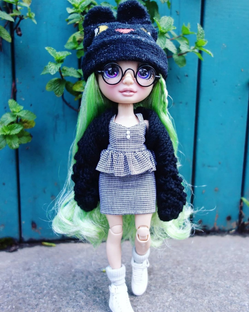 Comparison of Rainbow High dolls with OMG, Barbie and Monster High dolls