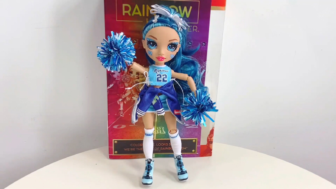 Rainbow High Cheer Skylar Bradshaw unboxing pictures