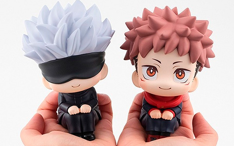 Jujutsu Kaisen look up figures of Itadori and Gojo
