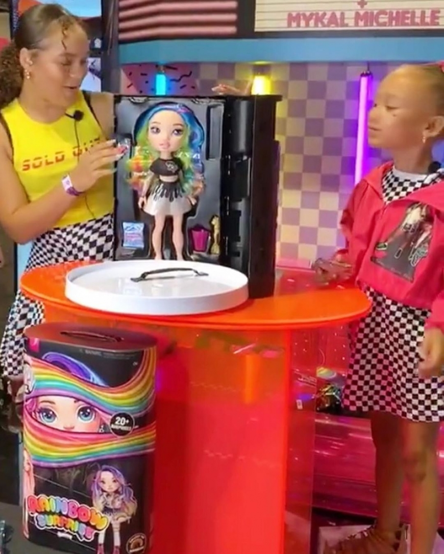 Another amazing new toy from MGA - new Rainbow Surprise Poopsie Fashion Dolls with DIY Slime Fashion!