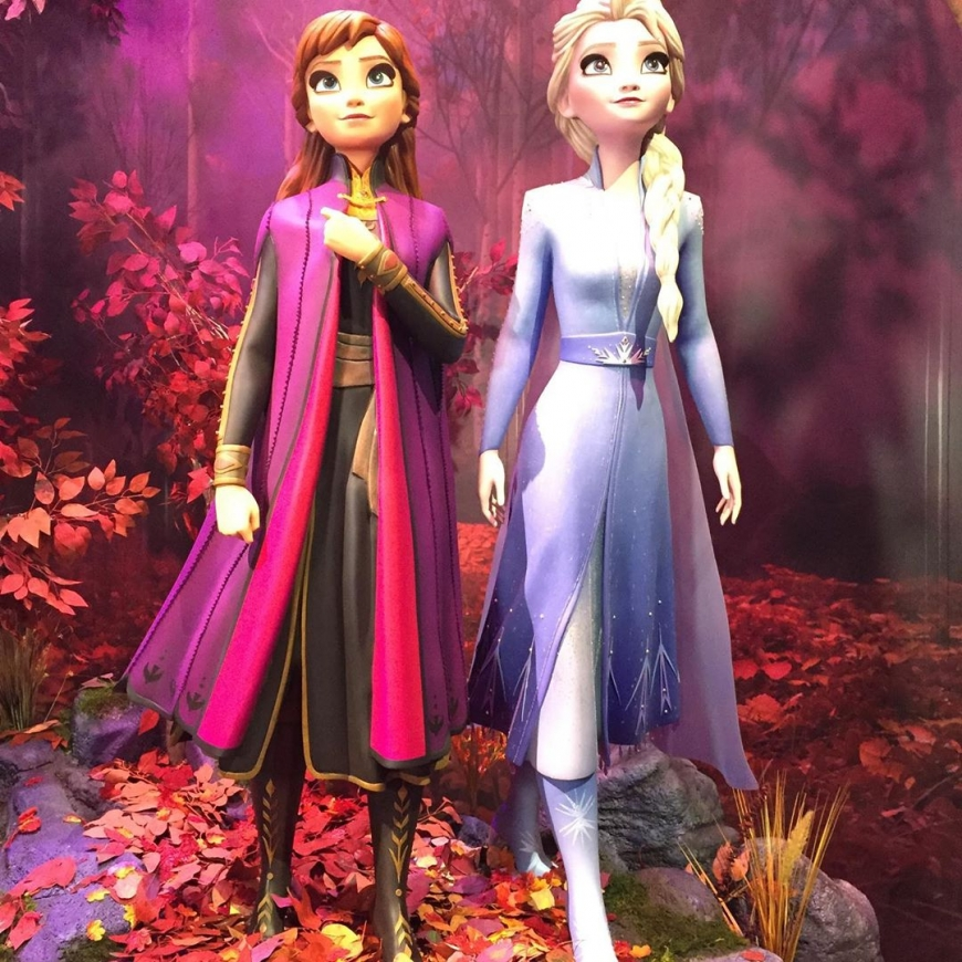 Statue of Elsa and Anna from D23 Frozen 2 booth